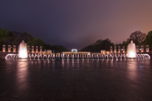World War II Memorial and Lincoln memorail